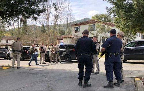 Mỹ: Súng nổ tại khu nhà cựu quân nhân, 3 con tin bị bắt giữ  - Ảnh 1