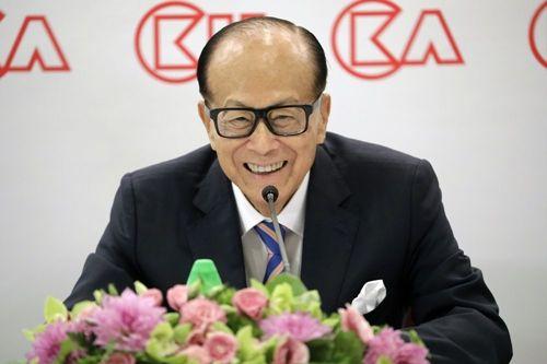 Người giàu nhất Hong Kong trao đế chế trị giá 80 tỷ USD cho con trai cả - Ảnh 1