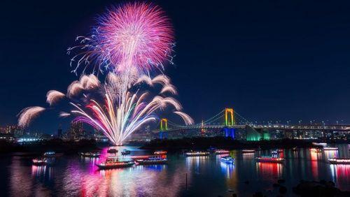 Đà Nẵng: Vé xem lễ hội pháo hoa lên đến 2 triệu đồng - Ảnh 1