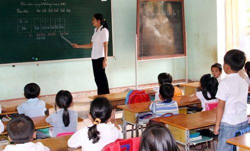 Lâm Đồng: Hàng trăm giáo viên bất ngờ lâm cảnh nợ nần - Ảnh 1