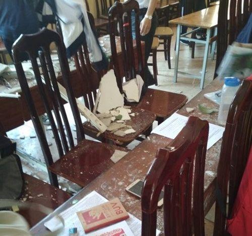 Hà Nội: Trần phòng học đổ sập, nhiều học sinh nhập viện - Ảnh 1