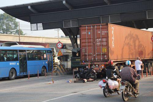 TP.HCM: Người nước ngoài tử vong tại trạm thu phí - Ảnh 1
