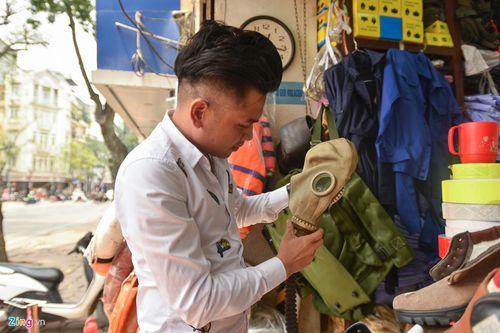 Sau vụ cháy chung cư Sài Gòn, dân Hà Nội đổ xô mua mặt nạ phòng khói độc - Ảnh 1