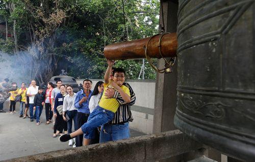 Nhiều ngôi chùa ở TP.HCM dừng hẳn việc đốt vàng mã - Ảnh 1