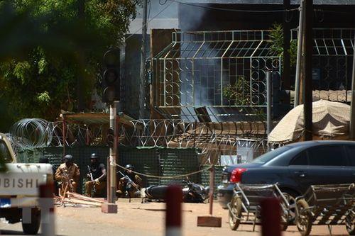 Tấn công khủng bố Đại sứ quán Pháp tại Burkina Faso, ít nhất 13 người chết - Ảnh 1