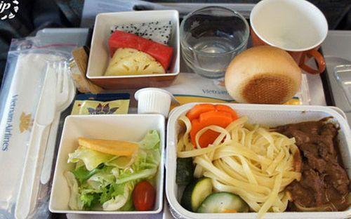 Bán suất ăn hàng không, bỏ túi hơn tỷ đồng tiền lời mỗi ngày - Ảnh 1