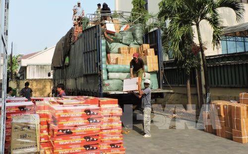 Kon Tum: Phát hiện gần 300 hộp tân dược không rõ nguồn gốc trên xe biển số Lào - Ảnh 1