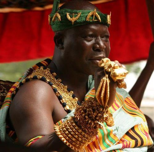 Bộ tộc châu Phi giàu đến nỗi đôi dép lê cũng gắn vàng ròng - Ảnh 1