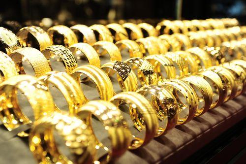Giá vàng hôm nay 31/3: Vàng trong nước giảm sâu - Ảnh 1