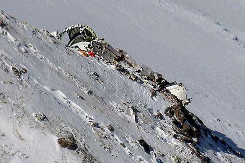 Vụ máy bay rơi, 66 người thiệt mạng: Đã tìm thấy hộp đen - Ảnh 1