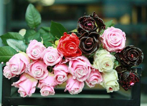 """Chị em """"ngất ngây"""" với hoa hồng kim cương dịp 8/3, giá 250 nghìn đồng/bông - Ảnh 1"""