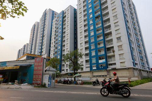 Sau thảm họa cháy chung cư Carina, khách hàng dè dặt mua căn hộ - Ảnh 1