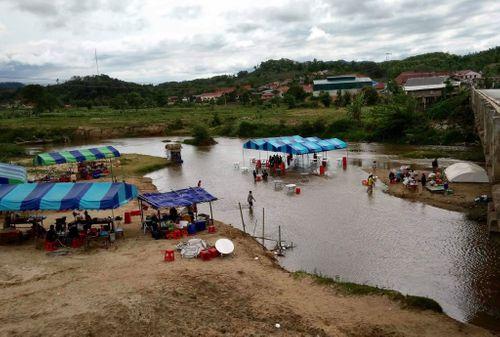 Hành trình xuất ngoại đón Tết cổ truyền Bunpimay ở nước láng giềng - Ảnh 2