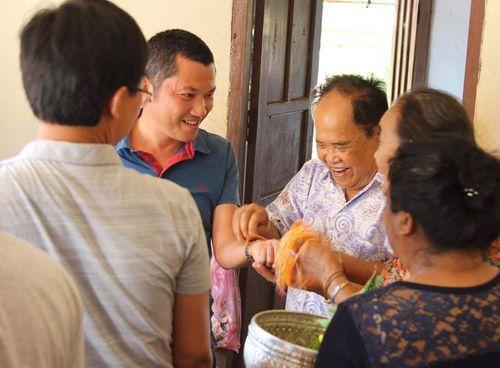 Hành trình xuất ngoại đón Tết cổ truyền Bunpimay ở nước láng giềng - Ảnh 4