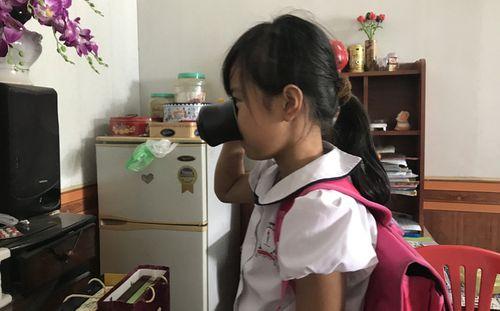 Vụ bắt học sinh uống nước giặt giẻ lau: Gia đình quyết định kiện cô giáo - Ảnh 1