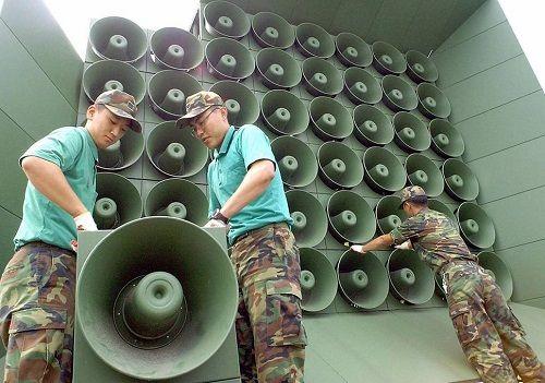 Hàn Quốc và Triều Tiên bắt đầu dỡ bỏ loa phóng thanh dọc biên giới  - Ảnh 1