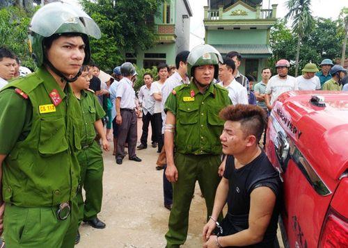 Hà Nam: Tạm giữ đối tượng mang súng, kiếm đi đánh ghen - Ảnh 1