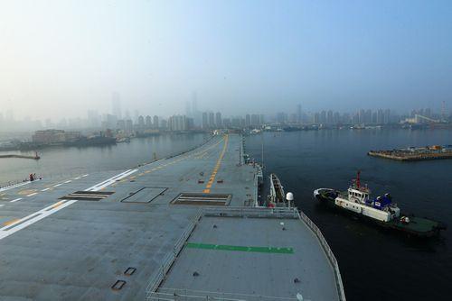 Trung Quốc thử nghiệm tàu sân bay tự đóng đầu tiên - Ảnh 1