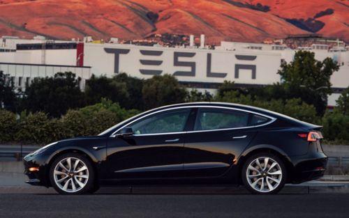 """Tesla lỗ triền miên, cần thêm đến 2.000 tỉ USD để """"sống sót"""" qua năm 2018 - Ảnh 1"""