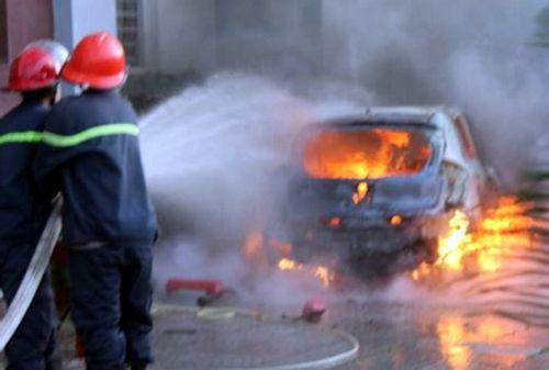 Đồng Nai: Ôtô đậu trong khách sạn bất ngờ bốc cháy dữ dội - Ảnh 1