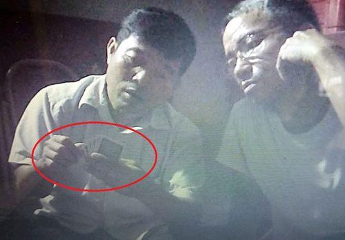 Thanh Hóa: Trưởng công an xã bị tố đánh bạc - Ảnh 1