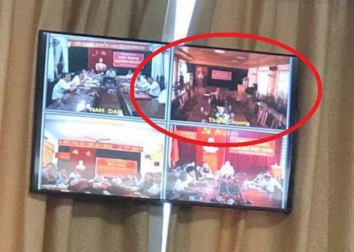 Nghệ An: Vì sao cán bộ huyện đồng loạt bỏ họp khi Chủ tịch tỉnh phát biểu? - Ảnh 1