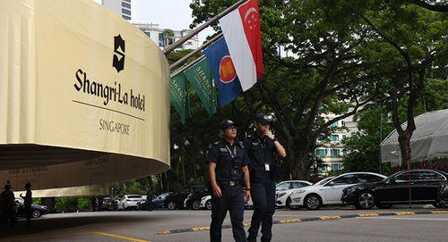 """Singapore trục xuất 2 phóng viên Hàn Quốc """"đột nhập"""" nơi ở của đại sứ Triều Tiên - Ảnh 1"""