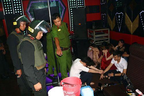 Vụ sử dụng ma túy trong quán karaoke ở Vĩnh Long: 6 Đảng viên bị đề nghị kỷ luật  - Ảnh 1