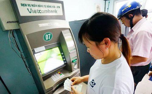 """4 """"ông lớn"""" ngân hàng bị yêu cầu báo cáo vụ đồng loạt tăng phí ATM - Ảnh 1"""