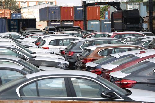 """Xuất ngược 322 xe sang BMW về Đức sau 2 năm """"nằm im"""" tại cảng - Ảnh 1"""