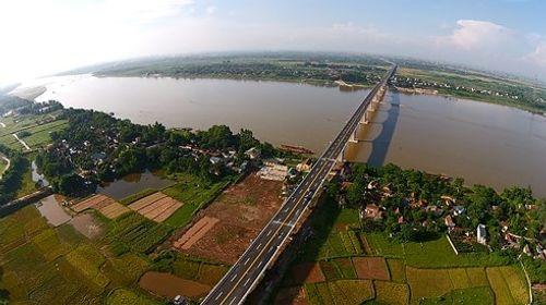 """Làm 5 km cáp treo qua sông Hồng sẽ """"ngốn"""" chi phí 1.300 tỷ đồng  - Ảnh 1"""