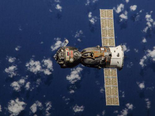 Bất ngờ với giá vé tàu từ mặt đất lên trạm vũ trụ quốc tế năm 2018 - Ảnh 1