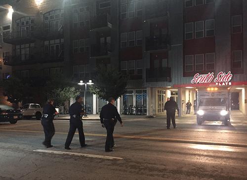 Vào nhầm nhà hàng xóm, nữ cảnh sát rút súng bắn chết chủ nhà vì tưởng là trộm - Ảnh 1