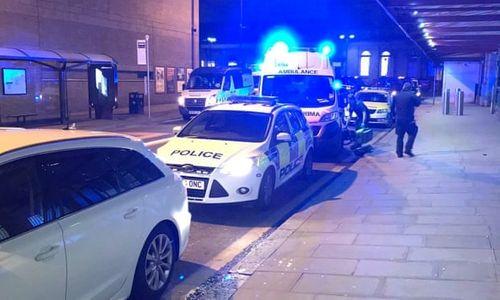 Kinh hoàng vụ tấn công bằng dao trong đêm giao thừa ở Anh, 3 người bị thương - Ảnh 1