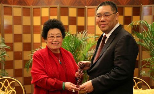"""Sự nghiệp lẫy lừng và hôn nhân viên mãn với """"Đường Tăng"""" của nữ tỷ phú quyền lực bậc nhất Trung Quốc - Ảnh 3"""