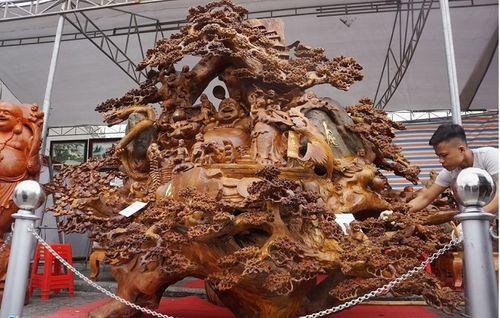 Pho tượng Phật Di Lặc từ gỗ xá xị khổng lồ tại Thanh Hóa được chào giá 1,2 tỷ đồng - Ảnh 2