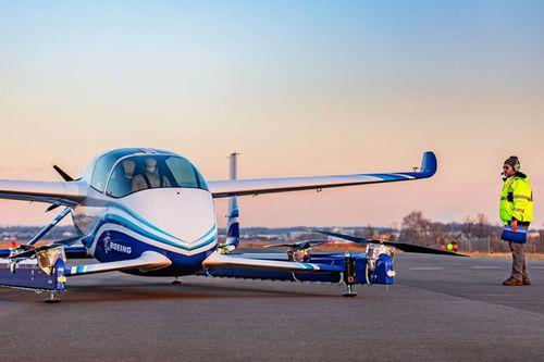 Boeing vừa hoàn thành thử nghiệm taxi bay lần đầu tiên  - Ảnh 1