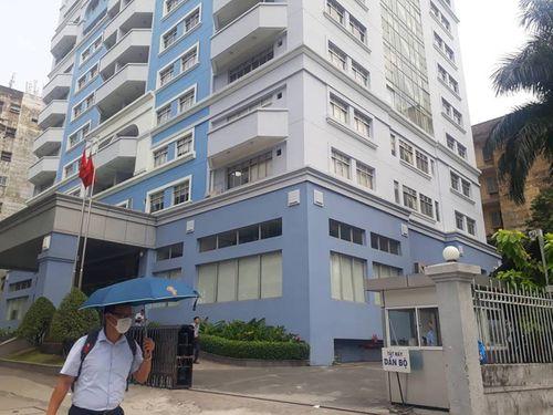 Điều tra vụ Phó phòng Ban Quản lý Thủ Thiêm tử vong sau tòa nhà trụ sở - Ảnh 1