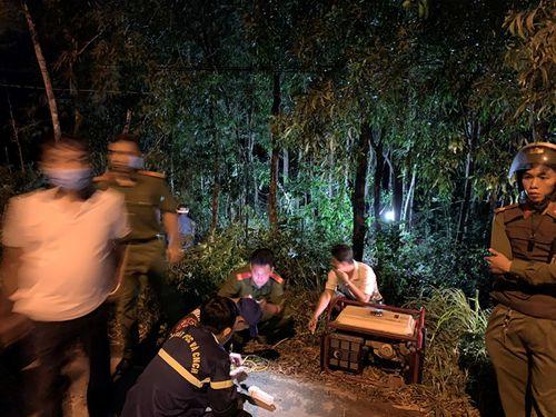 Phát hiện cô gái tử vong bên bìa rừng ở Phú Quốc, khám nghiệm hiện trường ngay trong đêm - Ảnh 1