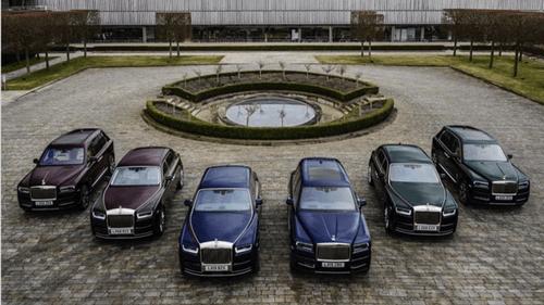 Hé lộ danh tính đại gia mua cùng lúc 6 chiếc Rolls-Royce chỉ để đồng bộ với khăn đội đầu - Ảnh 1