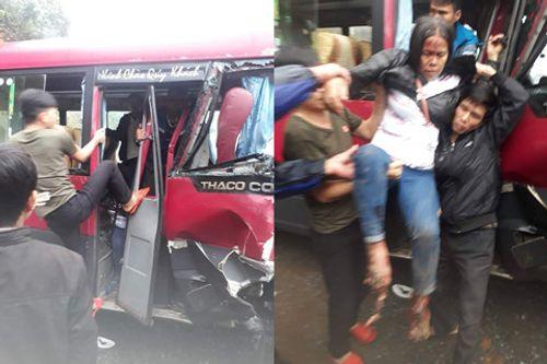 Xe khách 24 chỗ đâm trực diện xe tải, 2 xe co rúm đầu, ít nhất 6 người bị thương - Ảnh 1