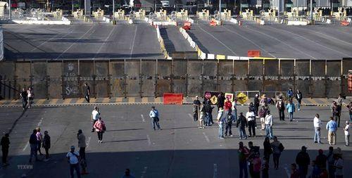 8 tỷ USD Nhà Trắng định chi xây dựng bức tường biên giới được rút từ đâu? - Ảnh 1