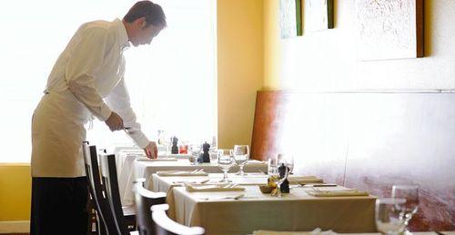 Chủ nhà hàng bị phạt 23 tỷ đồng vì ăn chặn tiền boa của nhân viên - Ảnh 1