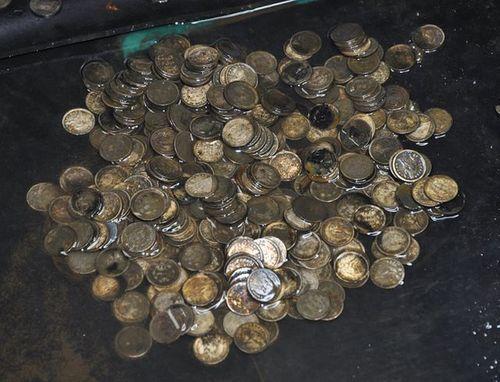 Rao bán kho báu toàn vàng, bạc trong chiếc hòm khai quật từ năm 2014 - Ảnh 2