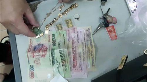Bắt khẩn cấp 2 đối tượng cướp giật tài sản của người đi đường - Ảnh 2