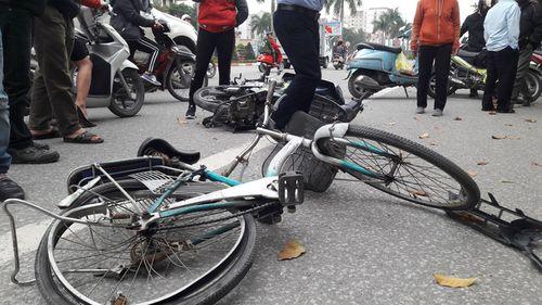 Cụ ông đi xe đạp bị ô tô tông từ phía sau, tử vong tại chỗ - Ảnh 1
