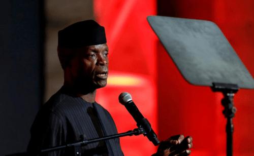 Máy bay bất ngờ lao xuống đất, Phó tổng thống Nigeria thoát chết  - Ảnh 1