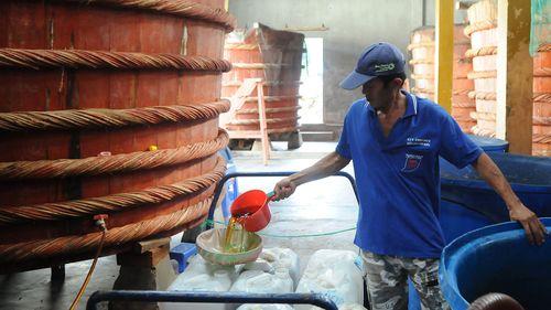 Tạm dừng công bố tiêu chuẩn sản xuất nước mắm - Ảnh 1