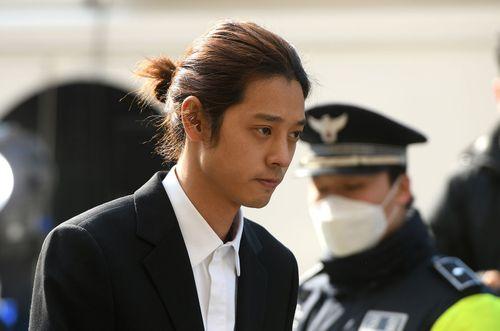 """Lộ """"chiêu trò"""" của Seungri và Jung Joon Young trong phiên thẩm vấn đầu tiên - Ảnh 2"""