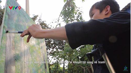 Chàng trai khuyết tật 15 năm chống nạng vẽ tranh - Ảnh 3